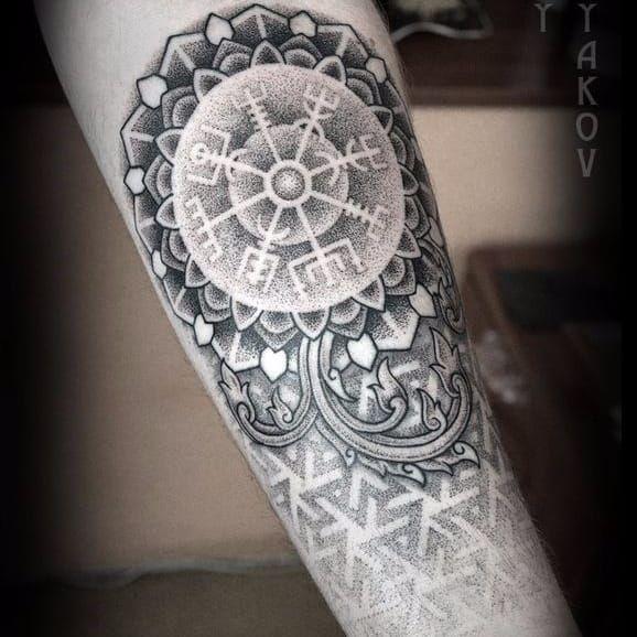 Mandala vegvisir tattoo by Yury Poliakov #vegvisir #YuryPoliakov #vikingcompass #viking #symbol #mandala #dotwork #dotshading #dotshade