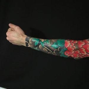 Beautiful peony sleeve done by Luciano Vazquez. #LucianoVazquez #JapaneseStyle #irezumi #japanesetattoo #peony
