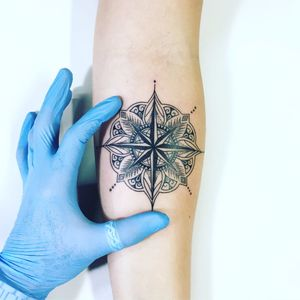 Trabalho do Cabelo Tattoo! #Cabelotattoo #tatuadoresbrasileiros #delicate #delicatetattoo #delicada #tatuagensdelicadas #tattoodelicada #mandala #rosadosventos