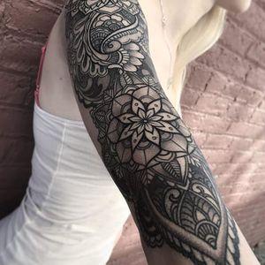 An elaborate and exquisite floral mandala sleeve by Laura Jade (IG–laurajadetattoos). #elaborate #floral #LauraJade #mandala #ornamental