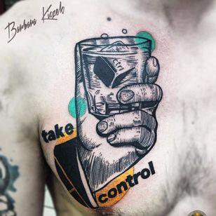 Tome o controle #BarbaraKiczek #gringa #grafico #graphic #comics #mao #hand #copo #glass #drink #bebida