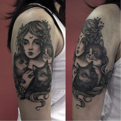 Menina e seus gatos! #CarolineJamhour #TatuadorasBrasileiras #TatuadorasdoBrasil #TattooBR #TattoodoBr #girl #cats #menina #gatos