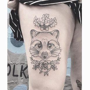 Adorable Raccoon by Lilly Anchor (via IG-lillyanchor) #flora #fauna #animals #flowers #lillyanchor #illustrative #linework