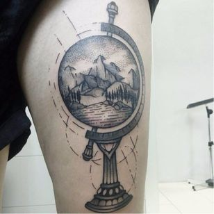 Globo #PedroVeloso #brazilianartist #tatuadoresdobrasil #brasil #brazil #blackwork #globo #globe #landscape #paisagem #montanha #hill #arvore #tree #pontilhismo #dotwork #ceu #sky