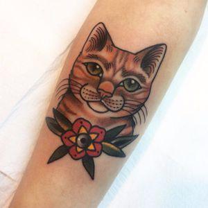 #JessicaOliveira #TatuadorasDoBrasil #empoderamento #girlpower #tradicional #oldschool #coloridas #colorful #gato #cat #catlover