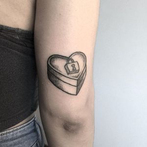 Lock Box Tattoo by Kate Holley #handpoked #handpokedtattoo #handpoke #handpoketattoo #handpoketattoos #handpokeartist #KateHolley
