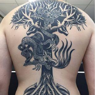 Yggdrasil, a árvore colossal que é eixo do mundo, segundo a mitologia nórdica, feita por George Von Asgard #GeorgeVonAsgard #Vikings #Nórdico #Nordic #yggdrasil