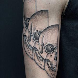 Half of three skulls makes.....one and a half skulls. Tattoo by Valentin Hirsch #valentinhirsch #trippytattoos #repetition #surreal #skulls #death #illustrative #dotwork #linework