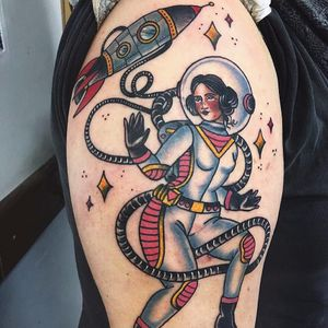 #JessicaOliveira #TatuadorasDoBrasil #empoderamento #girlpower #tradicional #oldschool #coloridas #colorful #astronauta #astronaut #foguete #rocket #capacete #helmet