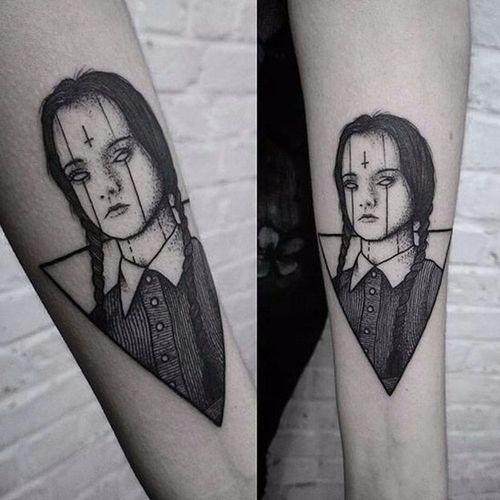 Wandinha Addams por Burpi Brebzy! #WandaAddams #Wednesday #wednesdayaddams #wednesdayaddamstattoo #Wandinhatattoo #fromhell