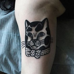 What a dapper little feline gentleman by Katya Krasnova. #blackwork #cat #KatyaKrasnova #traditional #vintage #kitty #illustrative #blackink