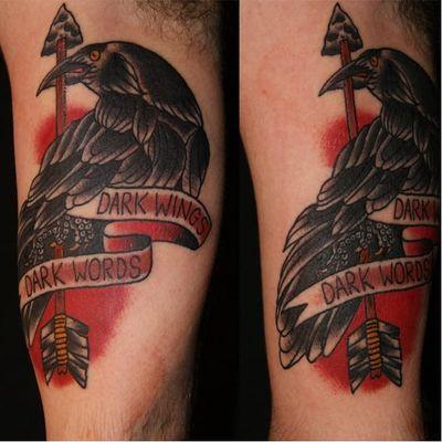 Asas negras, palavras ásperas #TomChippendale #GameofThrones #GoT #gottattoo #tvshow #serie #nerd #geek #corvo #raven #flecha #arrow #oldschool #bird #passaro #darkwingsdarkwords