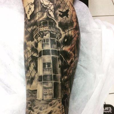 Farol por Marcel Vignoto! #MarcelVignoto #tatuadoresbrasileiros #farol #blackandgrey #pretoecinza #lighthouse