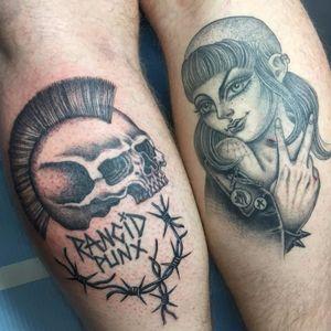 Punx not dead by Sarah Schor #sarahschor #rancid #punk #punx #girl #skull #mohawk #lady #blackandgrey #blackwork #barbedwire #tattoooftheyday