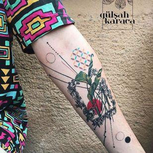 Conceptual flora and fauna tattoo by Gülşah Karaca. #GulsahKaraca #illustrative #graphic #technicolor #trippy #geometric #flora #fauna #floral #botanical #conceptual