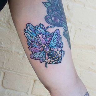 Crystal bee tattoo by Carla Evelyn. #CarlaEvelyn #girly #pastel #sparkly #cute #crystal #bee