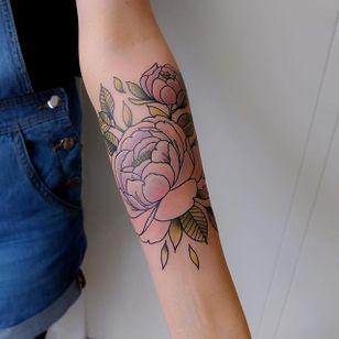 Neo-traditional flower tattoo by Lou DC. #LouDC #kawaii #girly #cute #pinkwork #neotraditional #flower