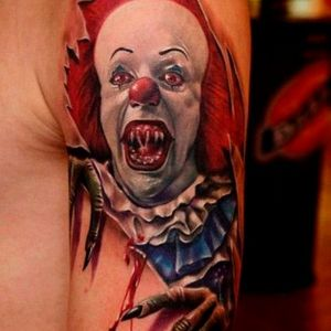 Another great ripping flesh tattoo by Hanz #Pennywise #IT #StephenKing #clown #reboot #TimCurry #horror #realism #hanz #skinrip
