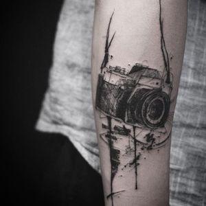 A sketchy camera from Nadi's portfolio (IG—tattooer_nadi). #abstract #blackwork #camera #freeform #illustrative #Nadi