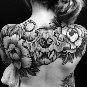 Blackwork flowers + skull tattoo by Casper Mugridge. #CasperMugridge #blackwork #rose #flower #floral #animalskull #dotwork