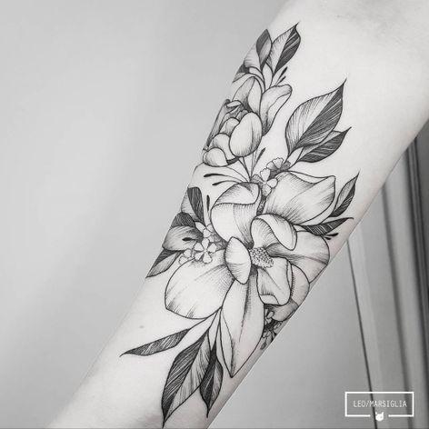 #LeoMarsiglia #brasil #brazil #brazilianartist #tatuadoresdobrasil #blackwork #fineline #pontilhismo #dotwork #flor #flower #folha #leaf #botanica #botanical