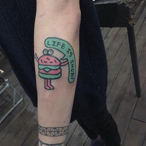 Burger Tattoo by Zzizzi Boy #burger #handpoked #handpoke #handpokeartist #stickandpoke #neon #korean #Zzizzi #ZzizziBoy