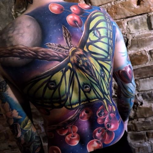 Moth tattoo by Sandra Daukshta #SandraDaukshta #realistic #painterly #paintingstyle #moth #berry