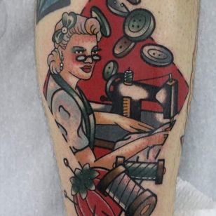 Sewing dreams tattoo by Stefano Chiodi #StefanoChiodi #fashiontattoo #traditional #lady #portrait #seamstress #sewing #sewingmachine #thread #buttons #craft #50s #bow #glasses #cute #tattoooftheday