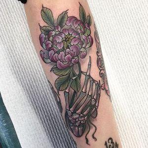 Skeletal Flower Tattoo by Hannah Flowers #flowers #flowerstattoo #neotraditional #neotraditionaltattoo #neotraditionaltattoos #neotraditionalartist #HannahFlowers