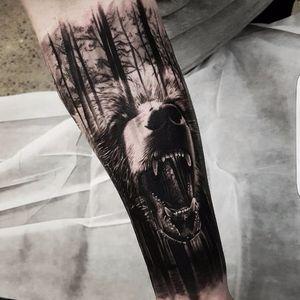 Bear tattoo by Benji Roketlauncha #BenjiRoketlauncha #realistic #blackandgrey #portrait #photorealistic #bear #forest #doubleexposure