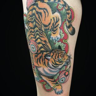 Tattoo by Wendy Pham #WendyPham #TaikoGallery #WenRamen #newtraditional #color #Japanese #mashup #tiger #junglecat #cat #lanters #pattern #leaf #leaves #animal