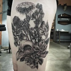 Bird skull tattoo by Rex Holloway. #blackandgrey #botanical #floral #bird #skull #birdskull #dotshade #dotshading