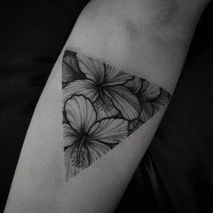 Blackwork tattoo by Felipe Kross. #FelipeKross #blackwork #dotwork #triangle #flower