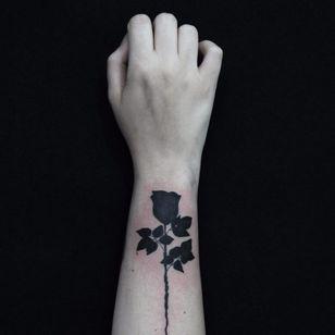 #CarolineWestt #TatuadorasDoBrasil #blackwork #rosa #rose