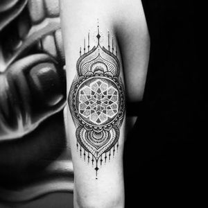 Geometric Dotwork Tattoo by Thomas Eckeard #blackwork #blackworktattoo #blackworktattoos #detailedtattoo #smalltattoo #detailedblackwork #ThomasEckeard