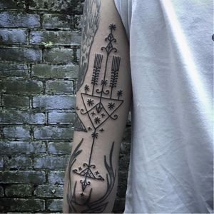 Ornamental tattoo by Kim Rense #KimRense #ornamental #linework #blackwork #btattooing #blckwrk
