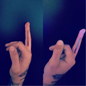 Zayn Malik's new lightsaber tattoo by Jon Boy ! So simple, yet so sick. #zaynmalik #JonBoy #tattooedceleb #lightsaber #starwars #fingertattoos