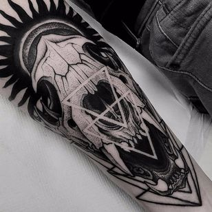 Dog skull by Otheser #Otheser #blackwork #linework #dotwork #skull #dog #dogskull #triangle #sun #death #fangs #shapes #geometric #tattoooftheday