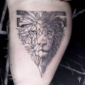 Insane looking lion tattoo done by Gabor Zolyomi. #GaborZolyomi #FatumTattoo #blackwork #illustrativetattoo #lion