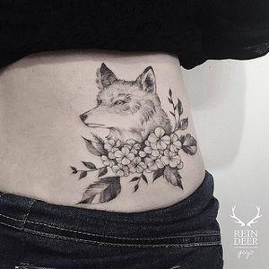Fox tattoo by Goyo. #Goyo #subtle #fineline #southkorean #reindeerink #blackandgrey #floral #fox