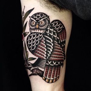 Intense traditional owl tattoo by Ruslan Tsvetnov (IG—roosick). #owl #RuslanTsvetnov #russian #traditional