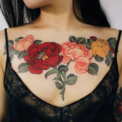 Flower chest piece tattoo by Jinpil Yuu #JinpilYuu #besttattoos #color #Japanese #neotraditional #mashup #flowers #roses #rose #leaves #nature #floral #chestpiece #tattoooftheday