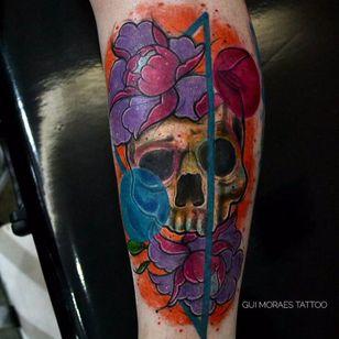 Por Guilherme Moraes #GuilhemeMoraes #brasil #brazil #brazilianartist #tatuadoresdobrasil #aquarela #watercolor #sketchstyle #colorido #colorful #flor #flower #caveira #skull #cranio #triangle #triangulo