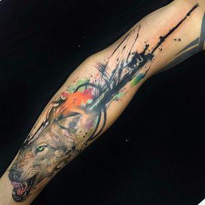 Lobo por Samme Antunes! #SammeAntunes #tatuadoresbrasileiros #tatuadoresdobrasil #tattoobr #tattoodobr #lobo #wolf #colorful