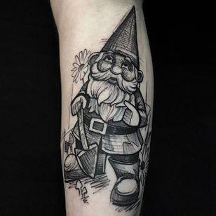 Gnome by Mike Riina (via IG-mike_riina) #sketch #freehand #blackandgrey #illustrative #MikeRiina #gnome #gardengnome