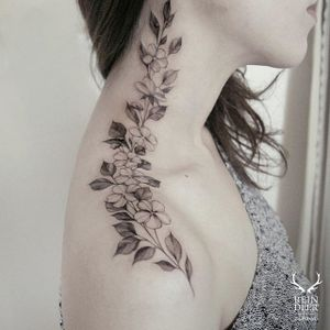 More beautiful placement on this shoulder to neck piece via @zihwa_tattooer #zihwa #reindeerink #floral #feminine