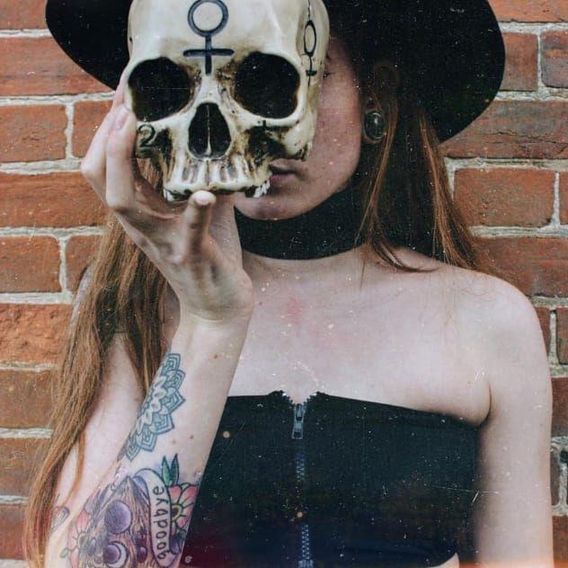 Vlogger Harmony Nice #HarmonyNice #skull #witchy #blogger #vlogger