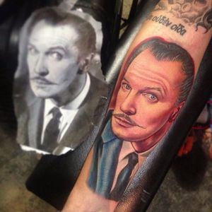 Vincent Price Tattoo by Roman Abrego #VincentPrice #VincentPriceTattoos #ActorTattoos #HollywoodTattoos #ClassicActor #RomanAbrego #actorportrait #hollywood #portrait