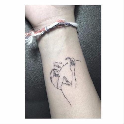 Lovers tattoo by Max Le Squatt #MaxLeSquatt #fineline #blackandgrey #linework #minimalistic #lovers #couple #kiss