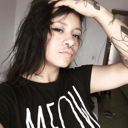 A artista Angelika Spinardi #AngelikaSpinardi #MulheresAsrais #Blackwork #TatuadorasDoBrasil